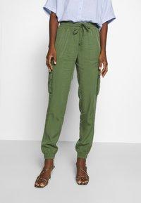 TOM TAILOR DENIM - SOFT UTILITY TRACK PANTS - Bukse - dull moss green - 0