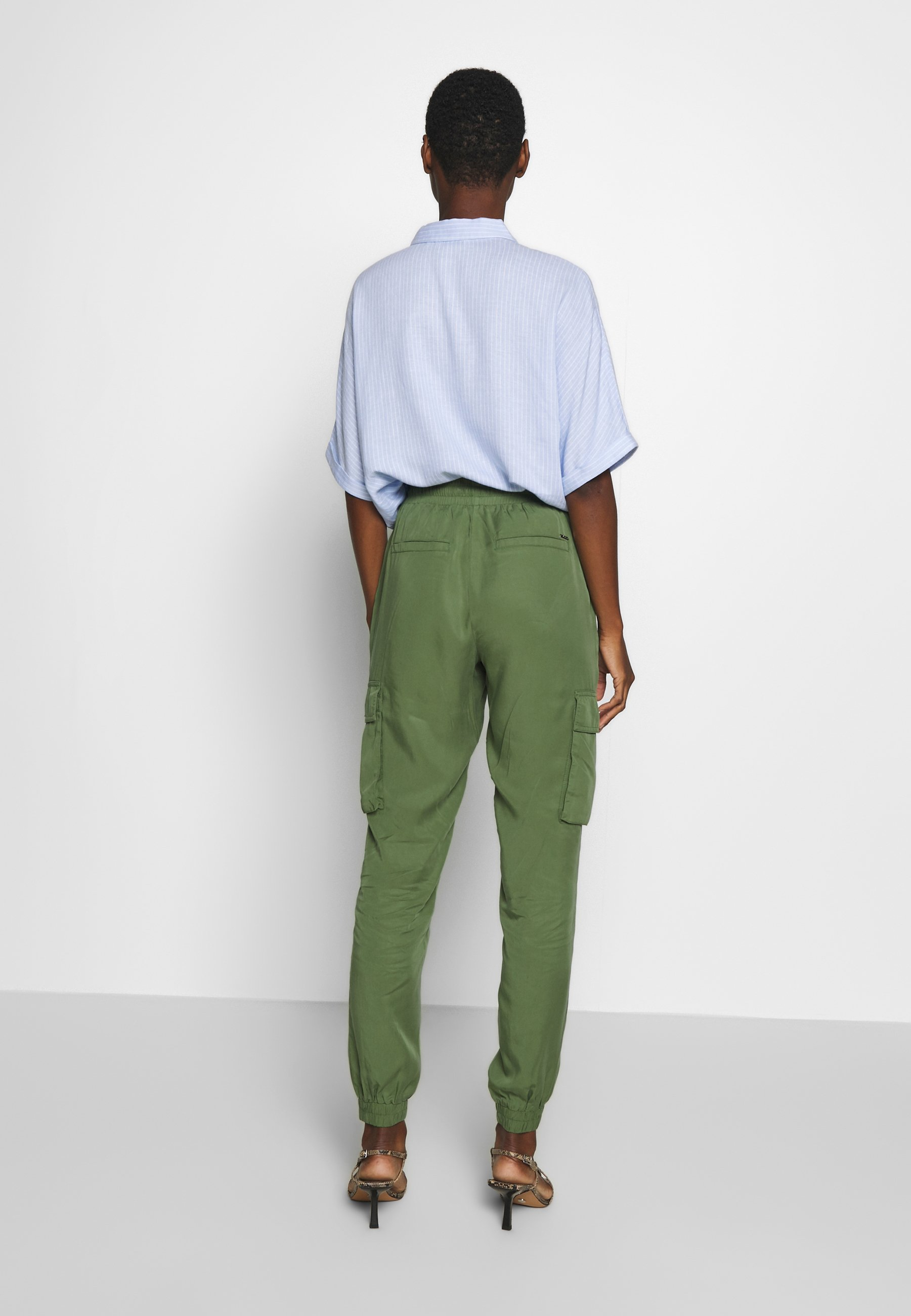 TOM TAILOR DENIM SOFT UTILITY TRACK PANTS - Spodnie materiałowe - dull moss green