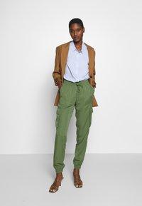 TOM TAILOR DENIM - SOFT UTILITY TRACK PANTS - Bukse - dull moss green - 1