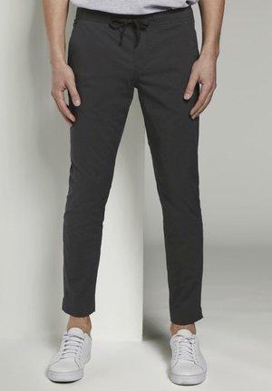 TOM TAILOR DENIM HOSEN & CHINO JOGGINGHOSE AUS TECHNISCHEM GEWEB - Trousers - black