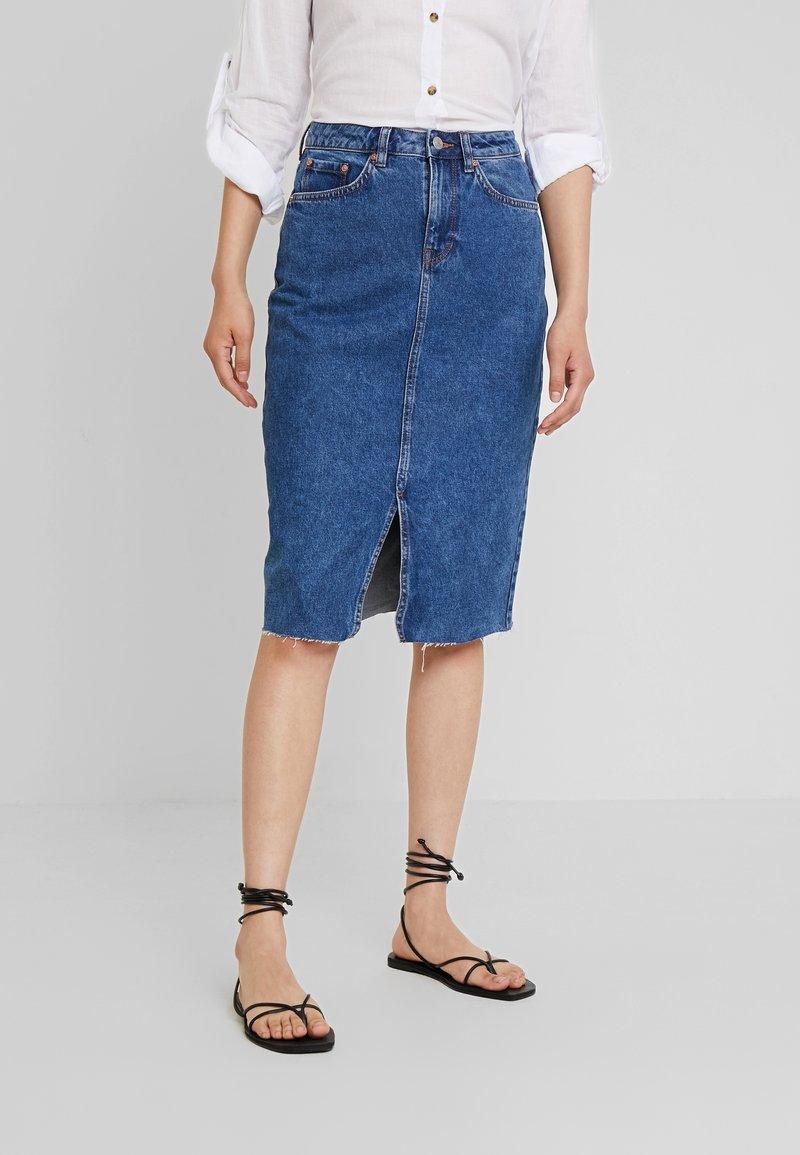 TOM TAILOR DENIM - MIDI STRAIGHT SKIRT - Pencil skirt - mid stone wash denim/blue
