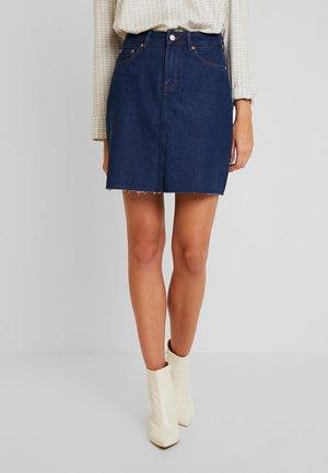 RINSE SKIRT - Denimová sukně - clean rinsed blue denim