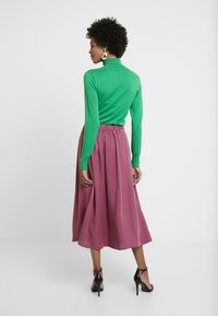 TOM TAILOR DENIM - FLARED SKIRT - Gonna a pieghe - dry rose red - 2