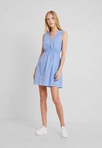 TOM TAILOR DENIM - FIL COUPÉ MINI DRESS - Skjortekjole - chambray pink/blue - 2