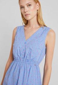 TOM TAILOR DENIM - FIL COUPÉ MINI DRESS - Skjortekjole - chambray pink/blue - 4