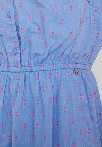 TOM TAILOR DENIM - FIL COUPÉ MINI DRESS - Skjortekjole - chambray pink/blue - 6