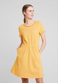 TOM TAILOR DENIM - Jerseykjole - yellow / white - 0