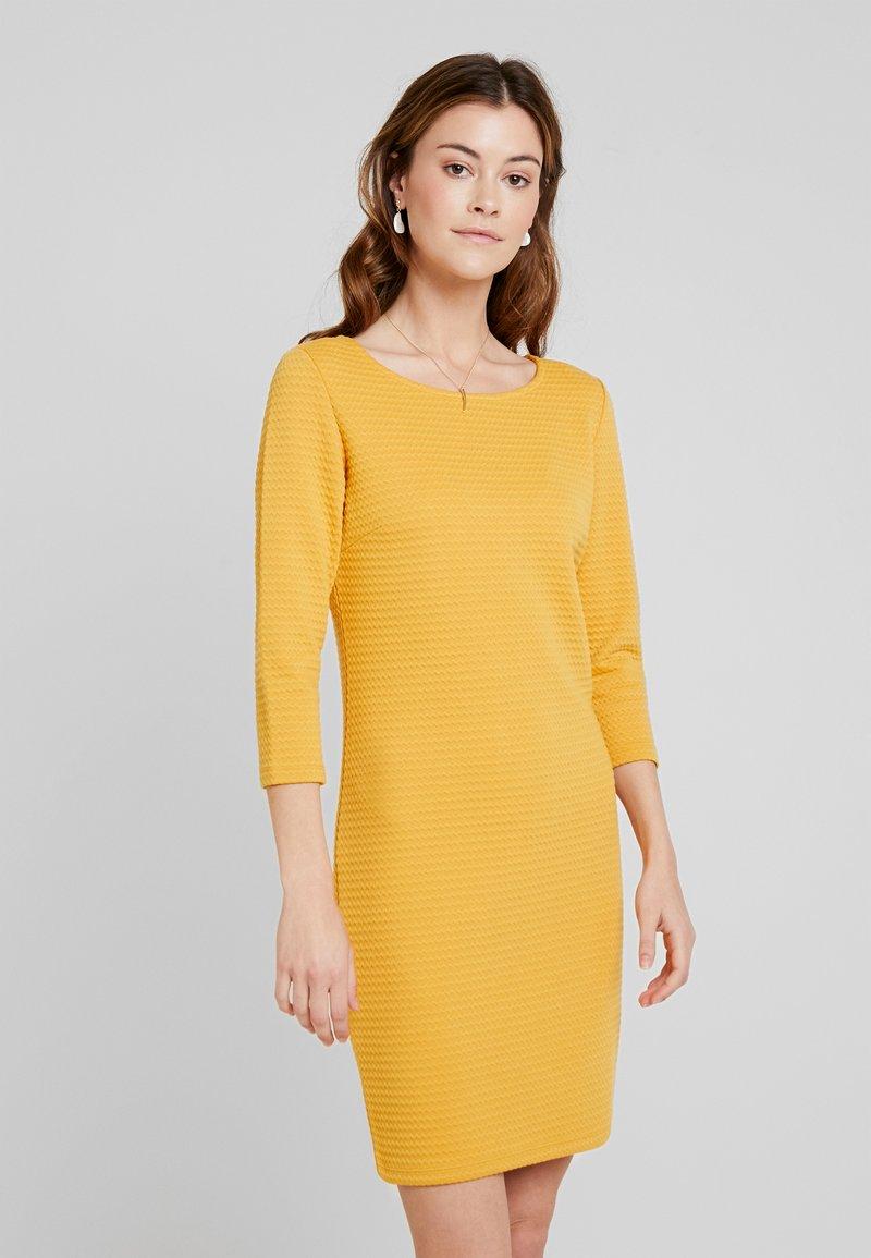 TOM TAILOR DENIM - STRUCTURED BODYCON DRESS - Etuikleid - sunflower