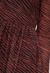 TOM TAILOR DENIM - PRINTED MESH DRESS - Vestido informal - brown/zebra - 6