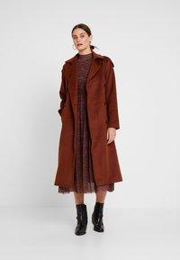 TOM TAILOR DENIM - PRINTED MESH DRESS - Vestido informal - brown/zebra - 2