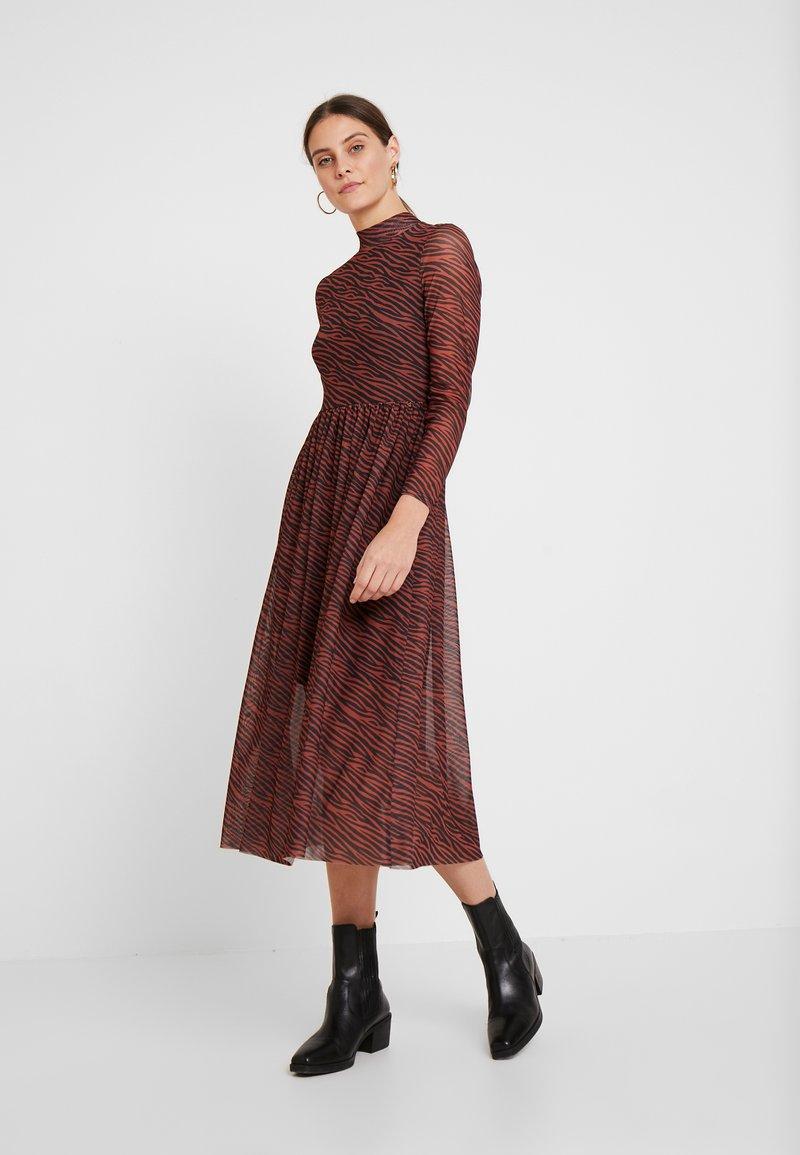 TOM TAILOR DENIM - PRINTED MESH DRESS - Vestido informal - brown/zebra