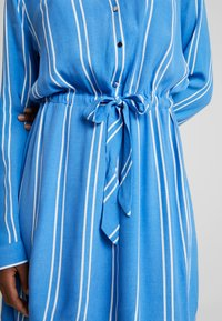 TOM TAILOR DENIM - PRINTED DRESS - Blousejurk - blue/white - 5