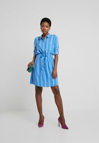TOM TAILOR DENIM - PRINTED DRESS - Blousejurk - blue/white - 1