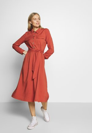 STRUCTURED BELTED CARGO DRESS - Denní šaty - fox orange