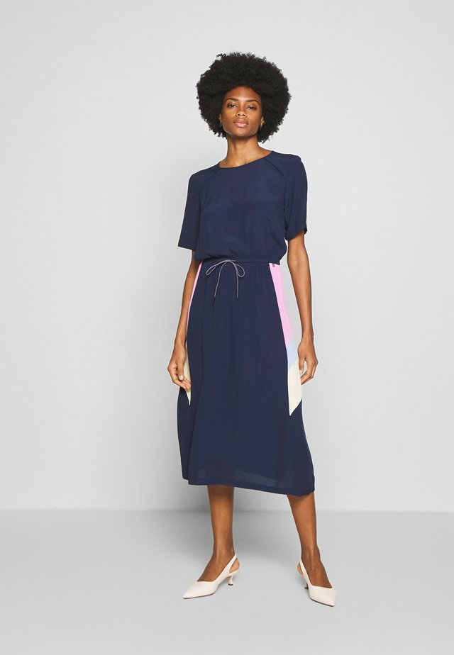 CONTRAST PANELLED MIDI DRESS - Vestido informal - real navy blue