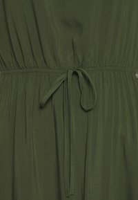 TOM TAILOR DENIM - OVERCUT SHOULDER DRESS - Freizeitkleid - dusty rifle green - 2