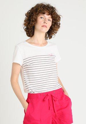 STRIPED TEE - T-shirt z nadrukiem - dune beige