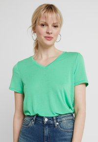 TOM TAILOR DENIM - EASY V NECK TEE - T-shirt basique - strong green - 0