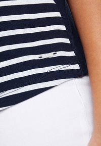 TOM TAILOR DENIM - STRIPE SLUB TEE - T-shirt z nadrukiem - sky captain blue - 6