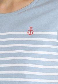 TOM TAILOR DENIM - STRIPE SLUB TEE - T-shirt med print - foggy blue - 5