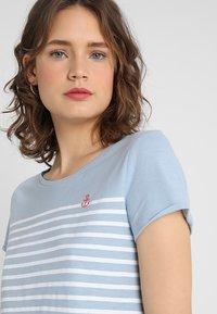 TOM TAILOR DENIM - STRIPE SLUB TEE - T-shirt med print - foggy blue - 3