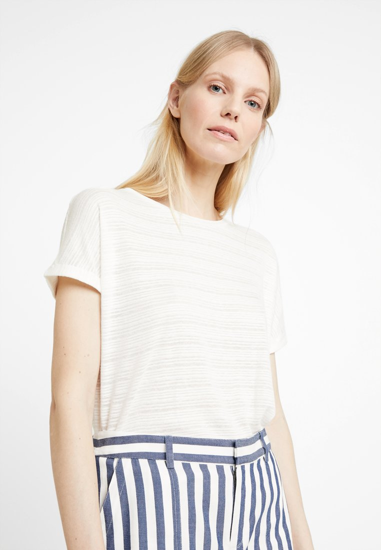 TOM TAILOR DENIM - BOXY TEE WITH BUTTON DETAIL - Camiseta estampada - soft light beige/white