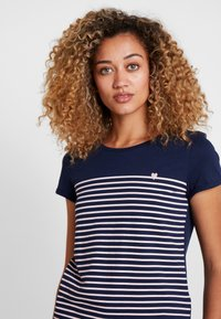 TOM TAILOR DENIM - PRINTED STRIPE TEE - Printtipaita - blue/white/rose - 3