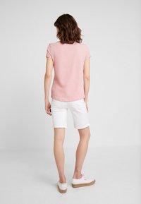 TOM TAILOR DENIM - PRINTED STRIPE TEE - T-shirt med print - rose/white - 2