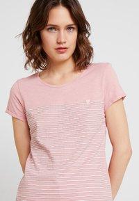 TOM TAILOR DENIM - PRINTED STRIPE TEE - T-shirt med print - rose/white - 4