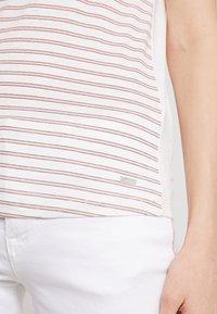 TOM TAILOR DENIM - PRINTED STRIPE TEE - T-shirt med print - off white/rose - 4