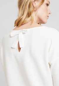 TOM TAILOR DENIM - LONGSLEEVE WITH BOW AT BACK - Long sleeved top - off white - 4