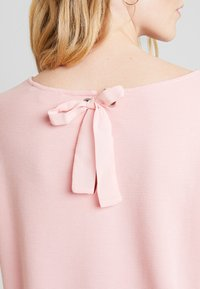 TOM TAILOR DENIM - LONGSLEEVE WITH BOW AT BACK - Long sleeved top - dusky flower pink - 4