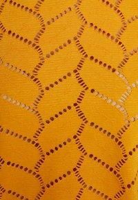 TOM TAILOR DENIM - SOFT TEE - Printtipaita - sunflower - 4