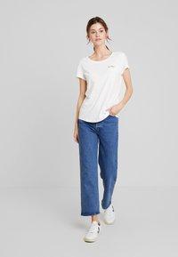 TOM TAILOR DENIM - SLUB TEE  - T-shirt z nadrukiem - off white - 1
