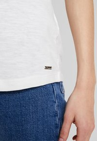 TOM TAILOR DENIM - SLUB TEE  - T-shirt z nadrukiem - off white - 3