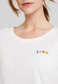 TOM TAILOR DENIM - SLUB TEE  - T-shirt z nadrukiem - off white - 5
