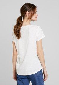 TOM TAILOR DENIM - SLUB TEE  - T-shirt z nadrukiem - off white - 2