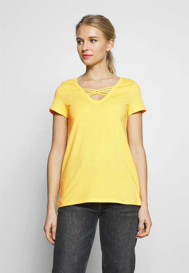 V NECK TEE WITH STRAPS - T-paita - golden summer yellow