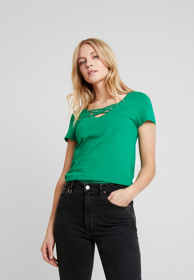 V NECK TEE WITH STRAPS - T-shirt basique - fresh bright green
