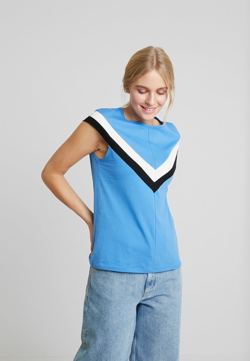 TOM TAILOR DENIM - COLOURBLOCK TEE - T-shirt z nadrukiem - water blue