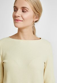 TOM TAILOR DENIM - WAFFLE STRUCTURED  - Jersey de punto - pale yellow - 3