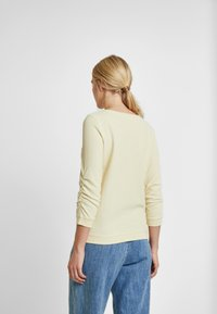 TOM TAILOR DENIM - WAFFLE STRUCTURED  - Jersey de punto - pale yellow - 2