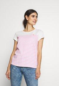 TOM TAILOR DENIM - SLUB TEE - T-shirt z nadrukiem - rose/white - 0
