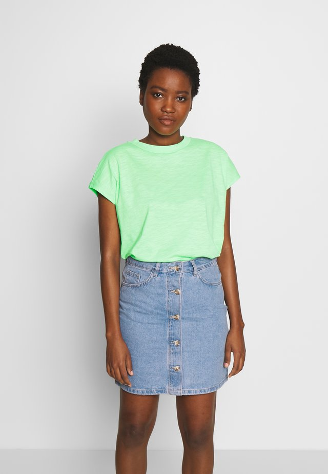 BASIC MOCK NECK TEE - T-shirt basic - soft neo green                green