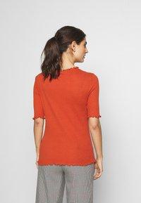 TOM TAILOR DENIM - POINTELLE MOCK NECK TEE - T-shirts - fox orange - 2