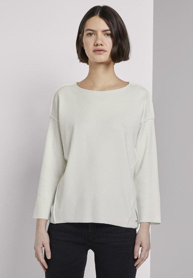 T-SHIRT GERIPPTES OVERSIZED SHIRT - Jersey de punto - off white
