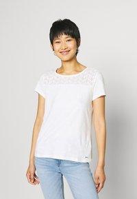 TOM TAILOR DENIM - SHIFFLI MIX TEE - T-shirt z nadrukiem - off white - 2