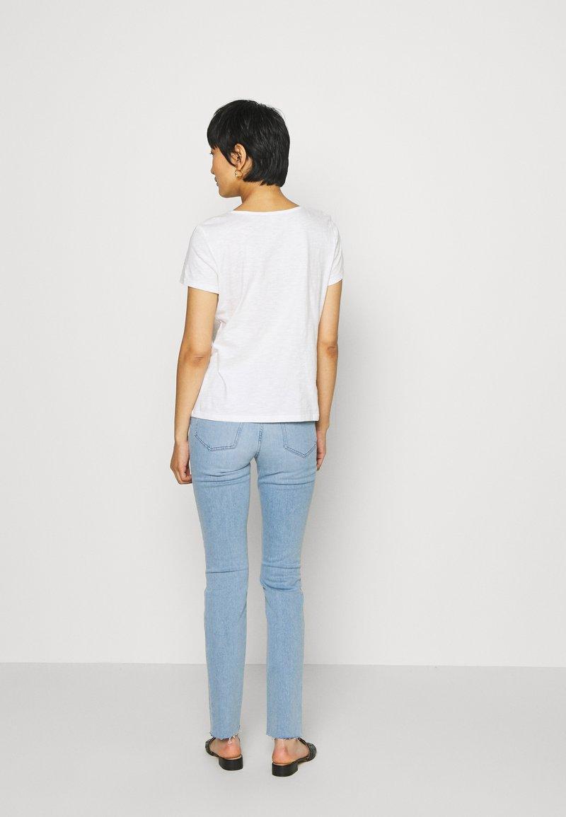 TOM TAILOR DENIM - SHIFFLI MIX TEE - T-shirt z nadrukiem - off white