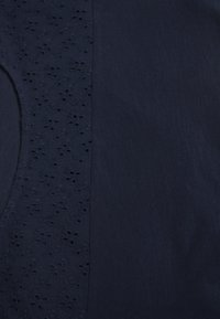 TOM TAILOR DENIM - SHIFFLI  - Triko s potiskem - real navy blue - 2