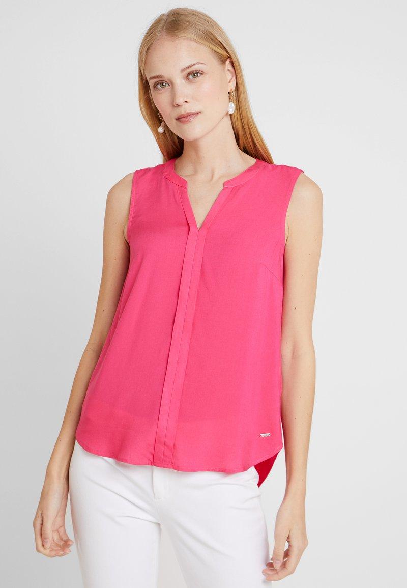 TOM TAILOR DENIM - SLEEVELESS OPEN NECK  - Bluse - intense pink